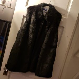 Faux fur black vest size m forever 21